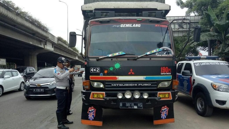 46 Angkutan Barang Terjaring Operasi Lintas Jaya di Jakbar