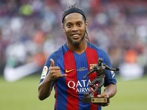 Membenci dan Mencintai Ronaldinho