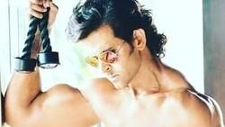 Di usia 44 tahun, bintang Bollywood Hrithik Roshan memiliki tubuh yang kekar dan perut yang six packs. Ia pun membeberkan rahasianya. Seperti apa?