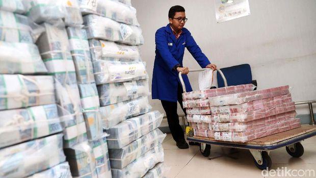 Uang Cash Rp 87 Miliar Koruptor Samadikun Nyaris Setinggi Monas