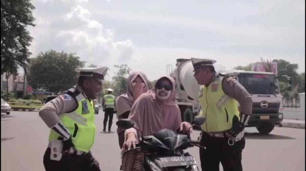 Polantas di Aceh Edukasi Pelanggar dengan Lagu Tak Tun Tuang