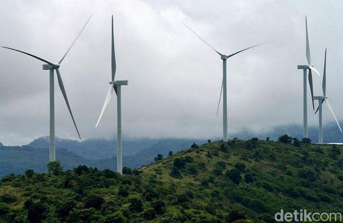 PLTB atau kebung angin Sidrap merupakan pembangkit tenaga angin pertama di Indonesia dan terbesar di Asia Tenggara yang memanfaatkan lahan kurang lebih 100 hektar. Proyek ini masuk dalam program 35.000 MW. Pool/PLN.