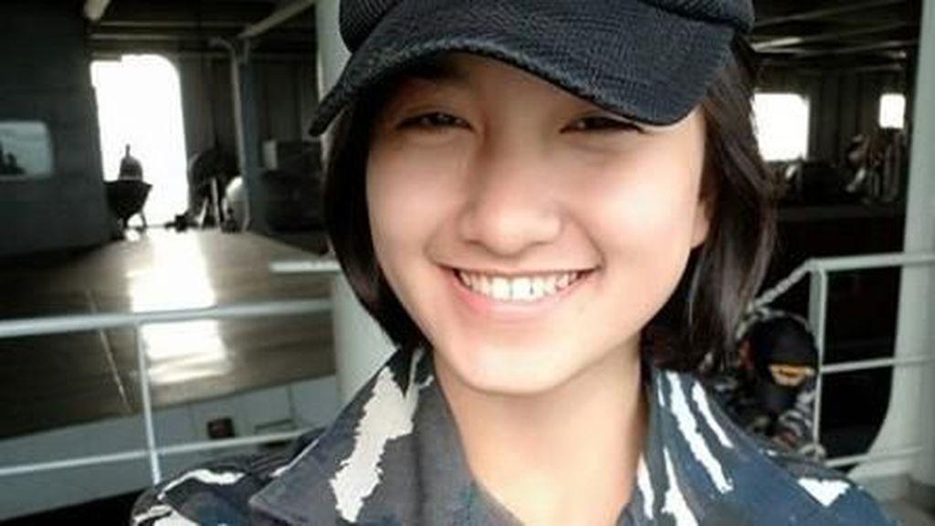 Foto: Pesona Dina Abharina, Tentara Cantik Bikin Pria Rela Ditembak