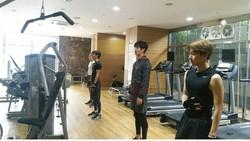 Di antara anggota EXO, Baekhyun merupakan salah satu yang paling dikenal karena suara merdunya. Tapi ternyata ia memiliki nilai plus lain, yaitu otot perutnya.
