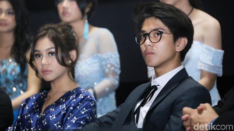 Keduanya disebut sangat cocok sebagai pasangan kekasih. Tapi keduanya sukses membuat netizen patah hati karena ternyata Vanesha telah berpacaran dengan Adipati Dolken. Sementara Iqbaal juga dikabarkan memiliki kekasih seorang bule di Amerika Serikat. Foto: (Hanif/detikhot)