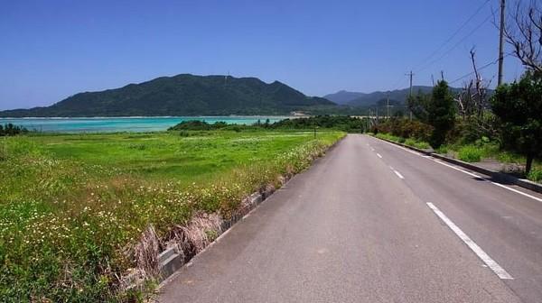 Kalau dari ibukota Jepang, Tokyo, jaraknya cukup jauh. Pulau ini lebih dekat jaraknya dengan negara Taiwan (Ishigaki-japan.com)