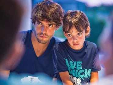 Mirip banget sih wajah ayah dan anak ini. Sama-sama ganteng. (Foto: Instagram Kaka)