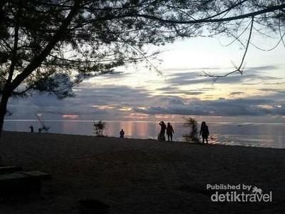 Saat-saat Pagi yang Malu Menyapa Pulau Derawan