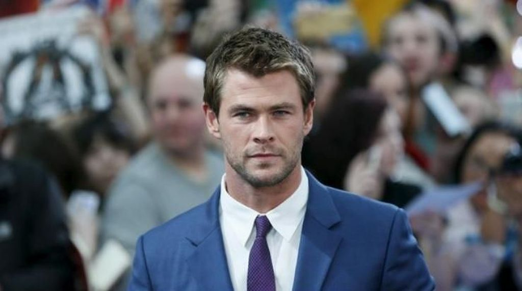 Duh, Muka Chris Hemsworth Kena Api Lilin Kue Ulang Tahunnya