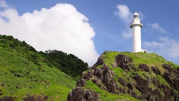 Untuk mencapai Pulau Ishigaki, traveler bisa naik pesawat dari ibukota Jepang, Tokyo. Tarifnya mulai Rp 1,9 juta dengan pilihan maskapai Jepang seperti Japan Airlines (JAL) atau All-Nippon Airways (ANA) (Ishigaki-japan.com)