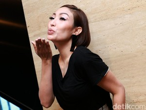Ayu Dewi, Ibu Dua Anak yang Selalu Centil