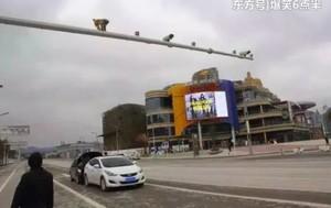 Kecelakaan Mobil Terjadi Gara-gara Pantat Monyet Ini