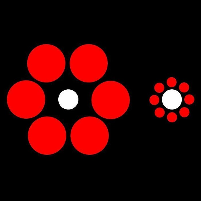 Meski terlihat punya ukuran berbeda, titik putih yang ada di kedua gambar ini punya ukuran berbeda. Ini lah yang dinamakan ilusi optik.(Foto: Instagram/salespodder)