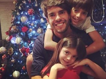 Bagi seorang ayah, harta yang paling berharga adalah anak-anaknya. (Foto: Instagram Kaka)