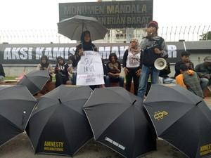 Gelar Payung Hitam, Aktivis HAM Makassar Minta Kasus Novel Diungkap