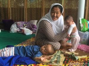 Selain di Trotoar, Pencari Suaka Juga Numpang Tidur di Musala