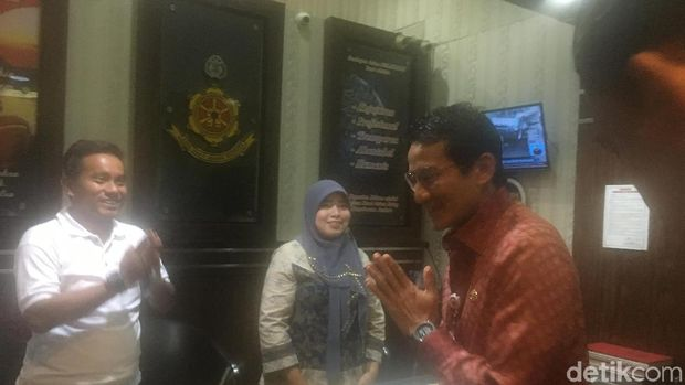 Wagub DKI Jakarta Sandiaga Uno memenuhi panggilan sebagai saksi di Polda Metro Jaya, Kamis (18/1/2018)