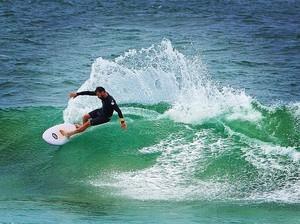Foto: Begini Jadinya Kalau Chris Hemsworth Surfing