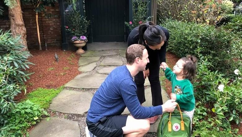 Mark Zuckerberg antar anak sulungnya ke sekolah/ Foto: Facebook Mark Zuckerberg