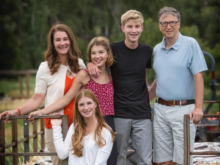 Bill Gates dan keluarganya. Foto: (@melindafrenchgates/Instagram)