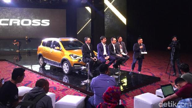 Nobuyuki Kawai dan tim Datsun lainnya menjelaskan lebih detail produk Datsun CROSS