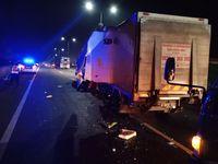 Kecelakaan mobil boks di KM 37 Tol Jatiwarna arah Cikunir