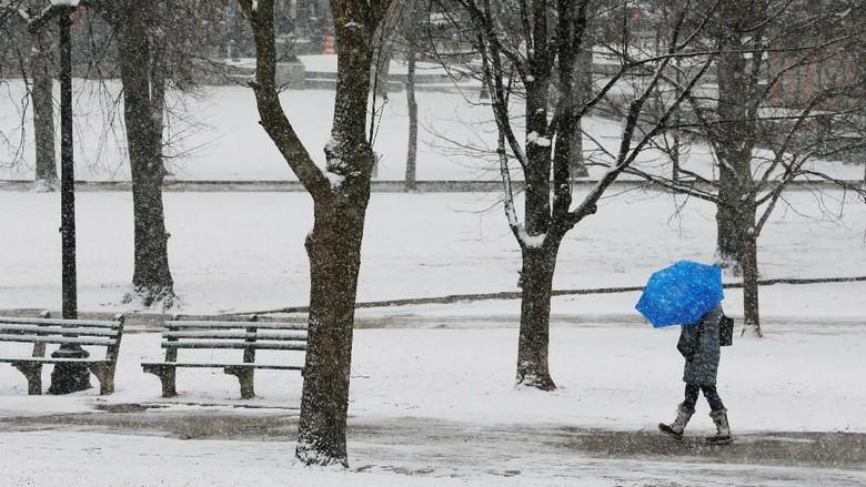 Foto: Badai Salju Terjang Massachusetts AS dan Tewaskan 4 Orang
