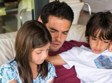 Nggak ada yang lebih berharga ketimbang menghabiskan waktu bersama buah hati tercinta. Seperti yang dilakukan mantan playmaker AC Milan, Kaka, nih, Bun, yang nggak mau kehilangan banyak momen dengan anak-anaknya. (Foto: Instagram Kaka)