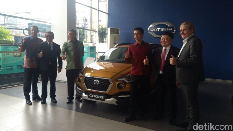 Datsun Cross di diler baru Nissan-Datsun. Foto: Ruly Kurniawan