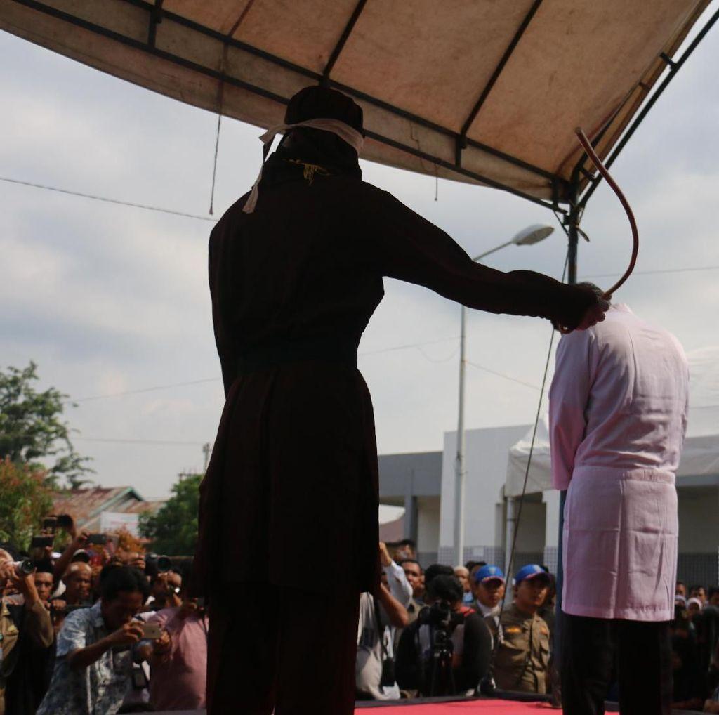 Rusli Dihukum Cambuk karena Jualan Miras di Aceh