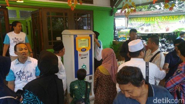 Ada ATM yang Mengeluarkan Beras untuk Dhuafa di Kota Semarang