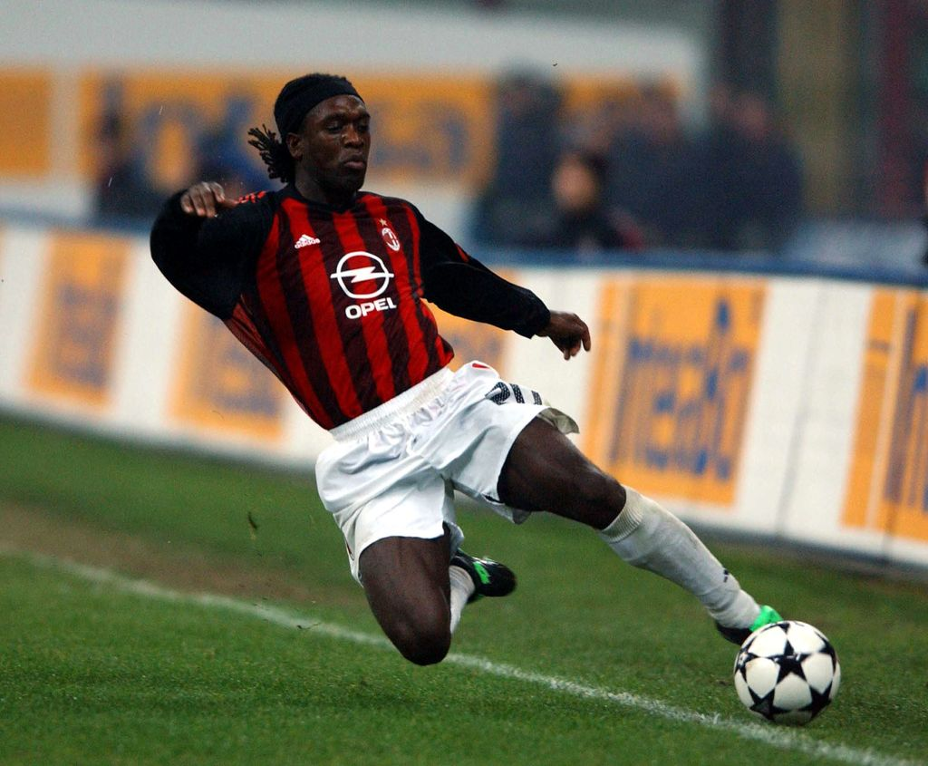 MILAN - NOVEMBER 23:  Clarence Seedorf of AC Milan in action during the Serie A match between AC Milan and Inter Milan at the Giuseppe Meazza San Siro Stadium, Milan, Italy on November 23, 2002. (Photo by Grazia Neri/Getty Images)