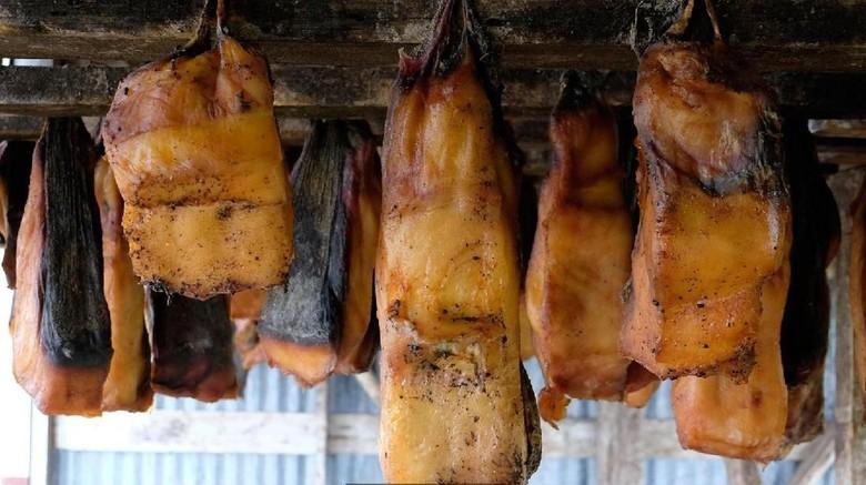 Hakarl, makanan unik Islandia yang sebenarnya adalah ikan busuk (BBC Travel)