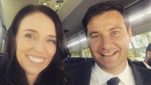 Ini Kekasih PM Selandia Baru yang Bakal Jadi Bapak Rumah Tangga
