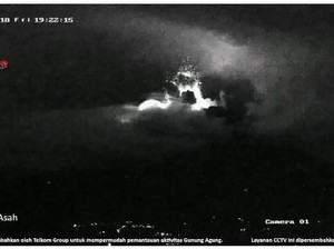 Gunung Agung Erupsi Lagi, Warga Diimbau Jauhi Zona Bahaya