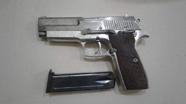 Polisi Tangkap Pria yang Sembunyikan Perampok 8 Kg Emas di Muaraenim