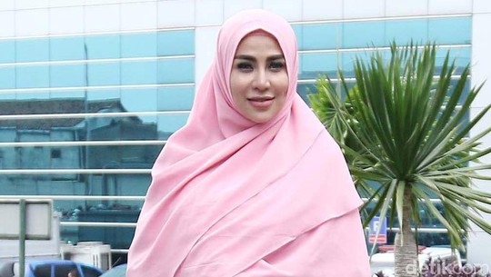Perubahan Cinta Penelope, Berhijab hingga Hapus Tato