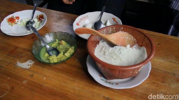 Beras Tak Terbeli, Warga 2 Desa di Pemalang Ini Makan Nasi Jagung