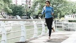 Punya orang tua yang aktif berolahraga dan menjaga kesehatan tubuh, Valerie Thomas tidak mau kalah nih. Buktinya, tubuhnya juga terlihat bugar dan energik.