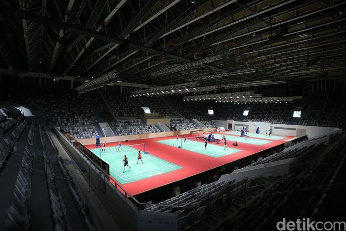 Sejumlah atlet melakukan tes lapangan di Istora Senayan, Jakarta, Jumat (19/1/2018).