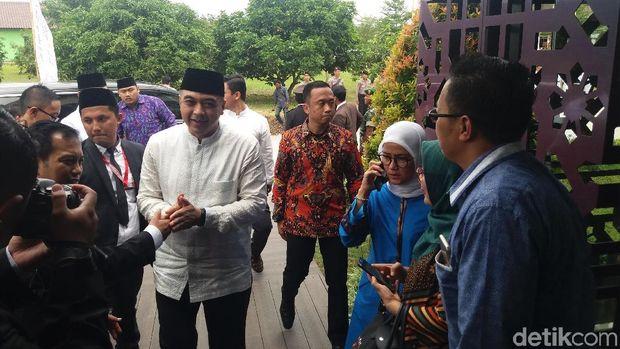 Bupati Tangerang Zaki Iskandar datang ke lokasi acara