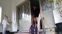 Ridwan Kamil angkat koper dari rumah dinasnya Pendopo Kota Bandung