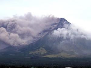 Penampakan Erupsi Gunung Mayon di Filipina dan Warga yang Mengungsi