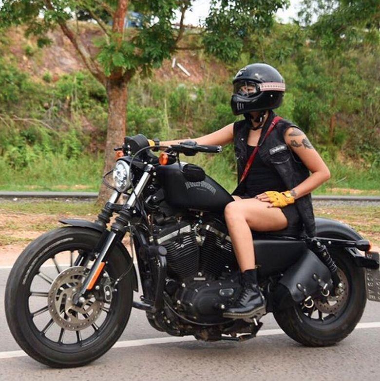 Ia beberapa kali riding bersama Motor Baik. Foto: Instagram Poppy Sovia