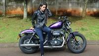 Ada juga Febby Marcellia yang pernah juga berpose dengan motor gedenya. Foto: Instagram Febby Marcellia