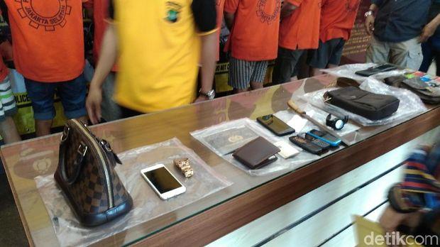 Rilis kasus pencurian di Polres Jaksel, Sabtu (20/1/2018)
