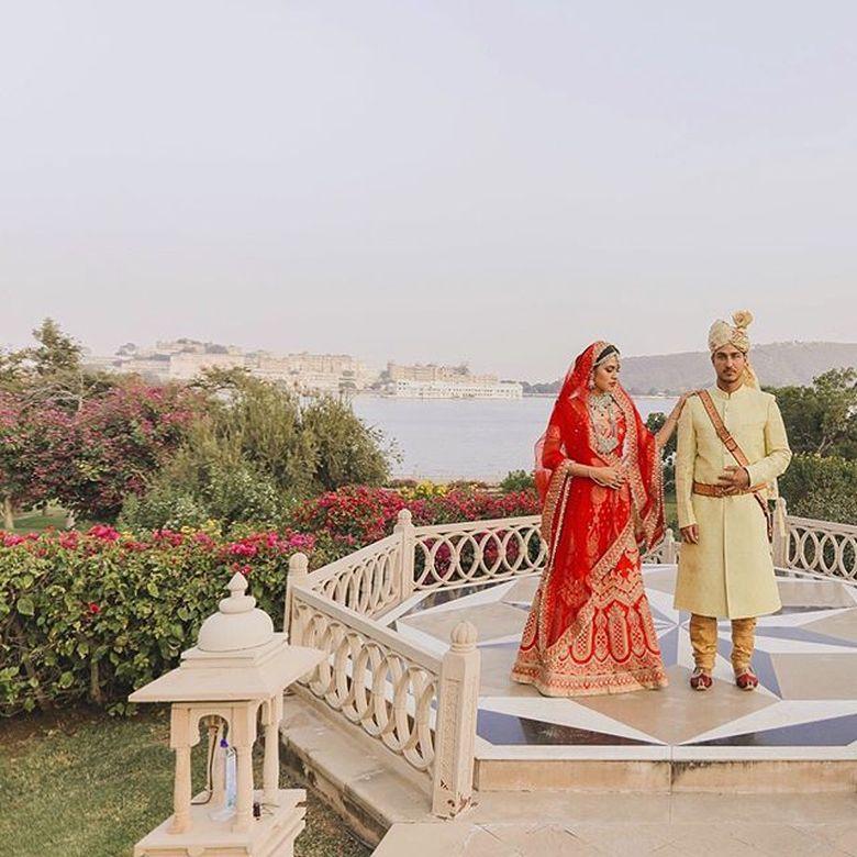 Di India, Raisa dan Hamish Daud melakukan pemotretan dengan mengenakan baju khas India. Foto: Instagram Raisa Andriana