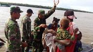 Selama 3 Bulan TNI Obati Anak-anak Penderita Campak di Asmat