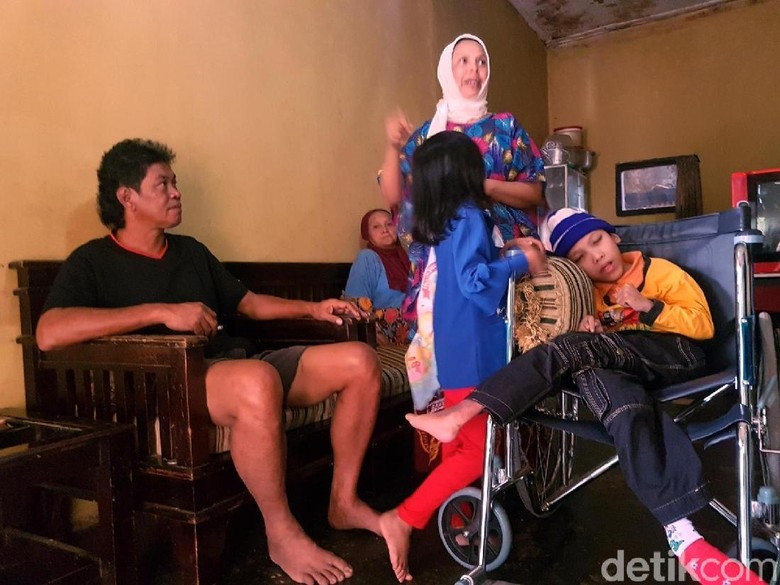 Tak Punya BPJS, Keluarga Bocah Disabilitas Ini Ingin Rutin Berobat