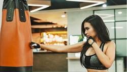 Presenter seksi Maria Vania dikenal rajin menjaga kebugaran tubuhnya. Di akun instagramnya, ia kerap membagikan motivasiseputar gaya hidup sehat.